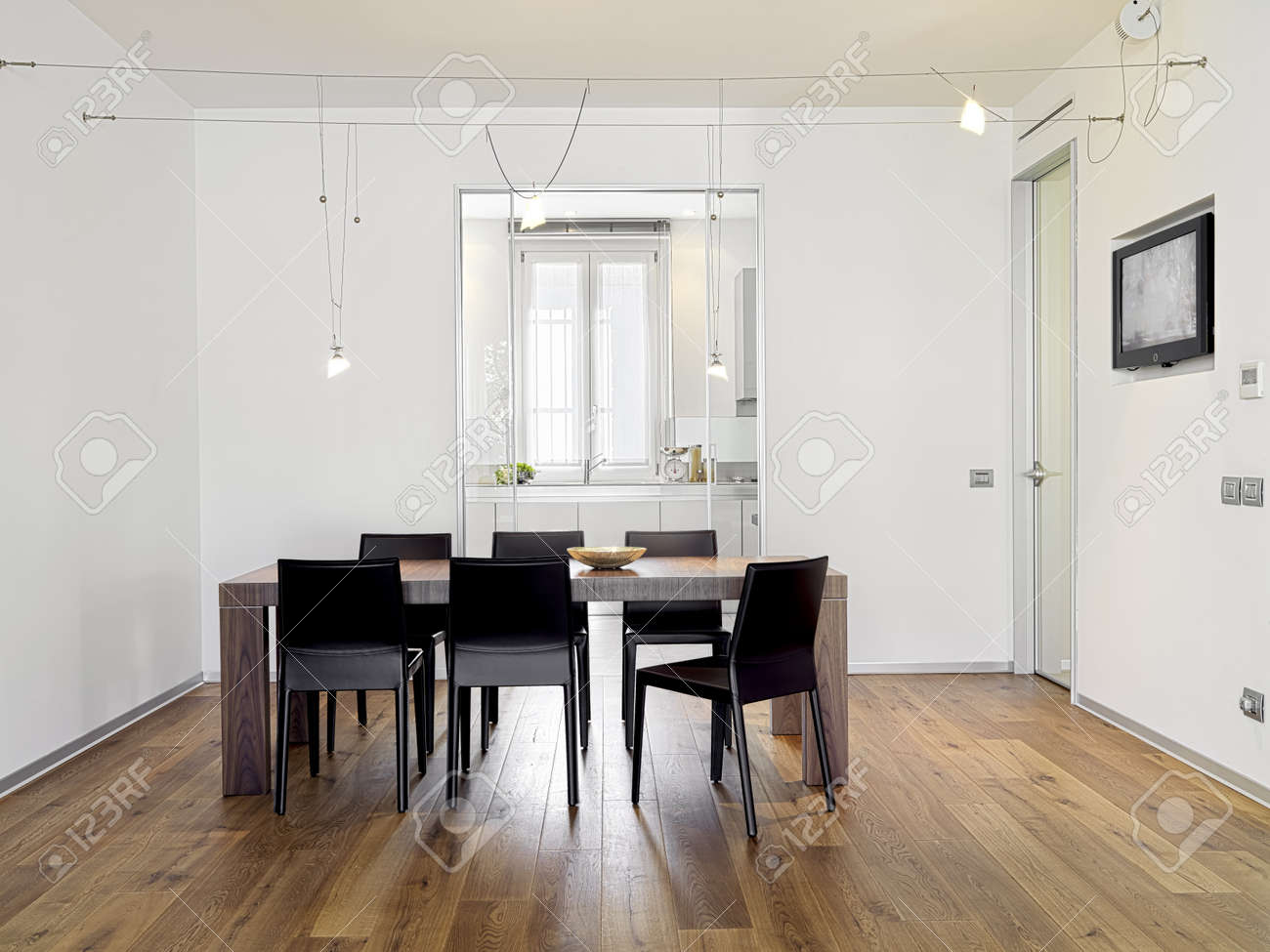 modern dining room with wood floor Stock Photo - 11269009