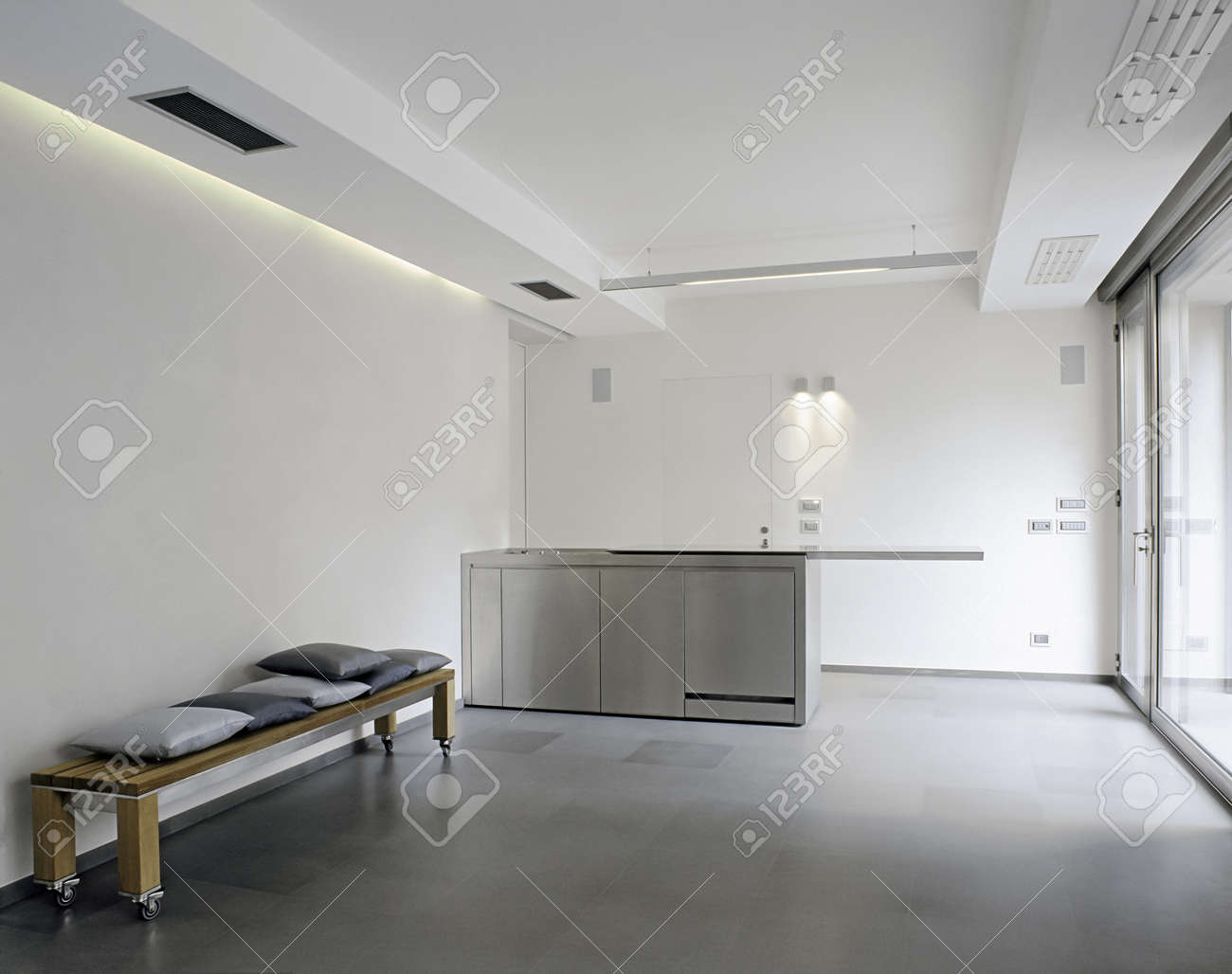 Piastrelle grigie per cucina moderna : piastrelle bagno color oro ...