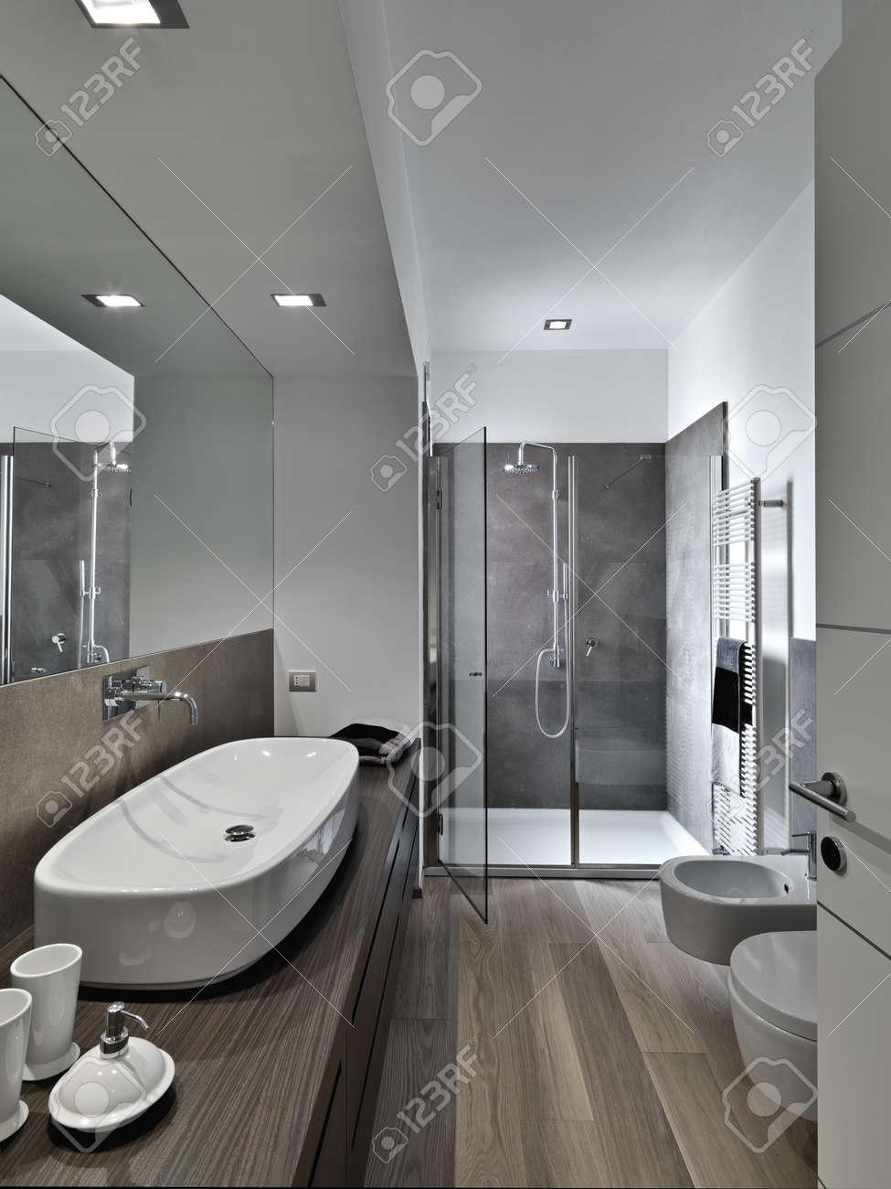 shower cubicle and washbasin a modern bathroom Standard-Bild - 18264647