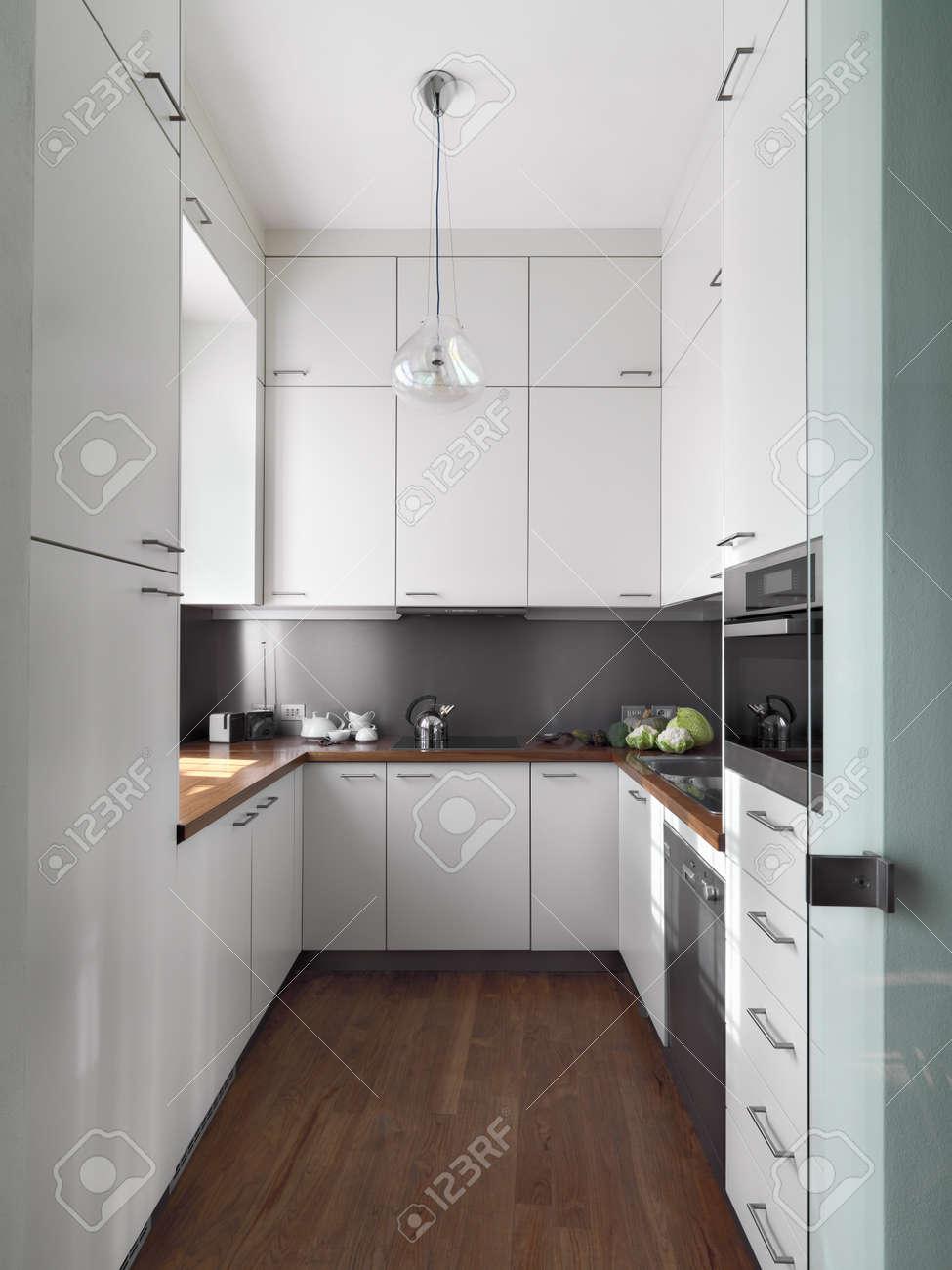 detail little white modern kitchen of wood floor and wood worktop Standard-Bild - 20105718