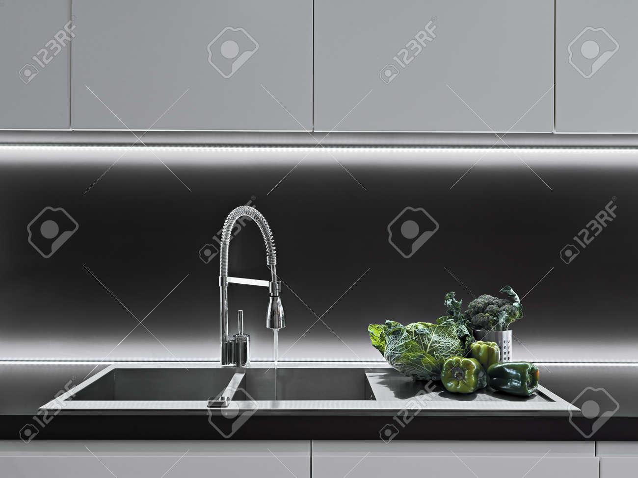 vegetables on the worktop in a modern kitchen Standard-Bild - 21125925