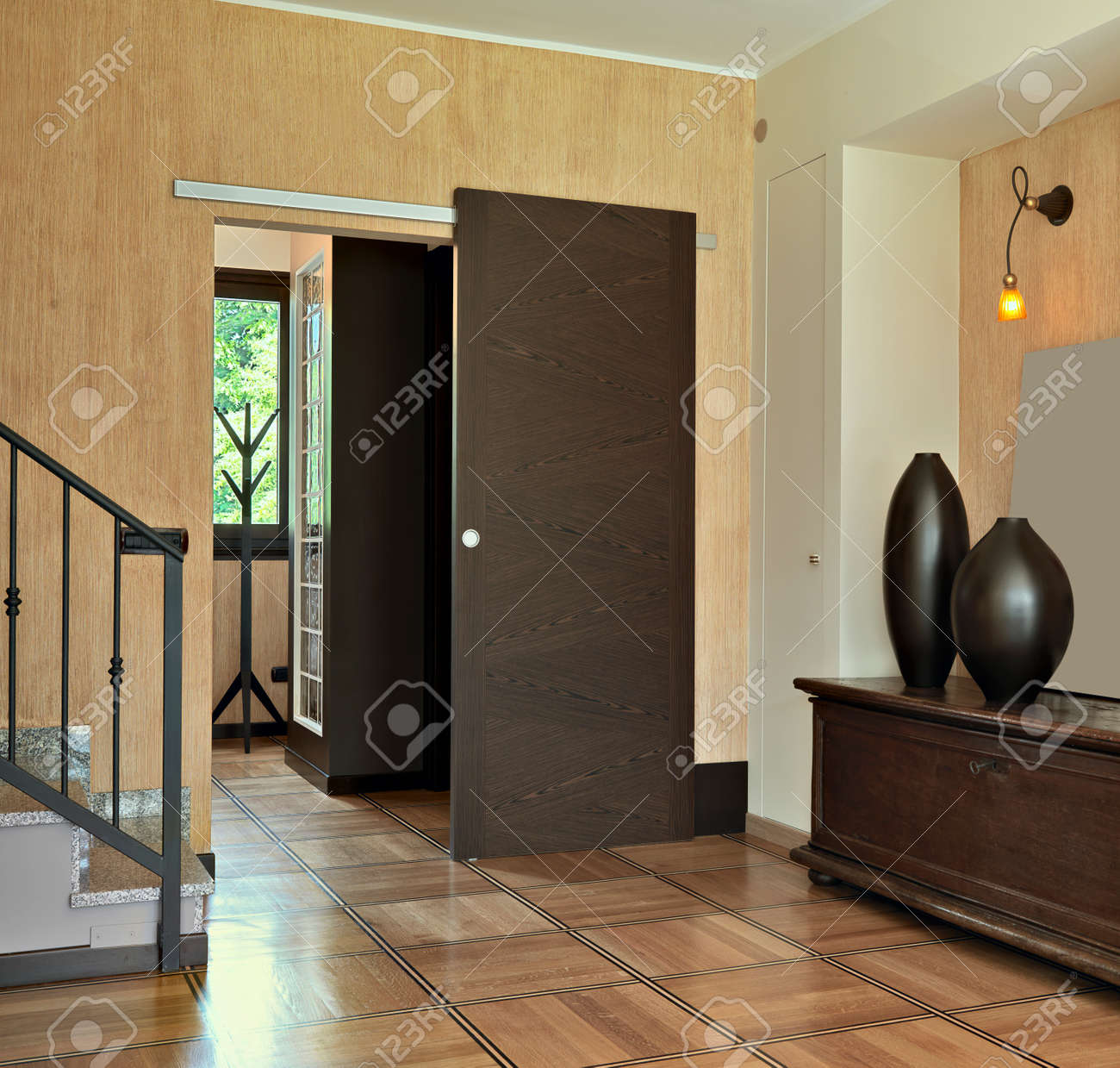 modern entrance Standard-Bild - 23327205