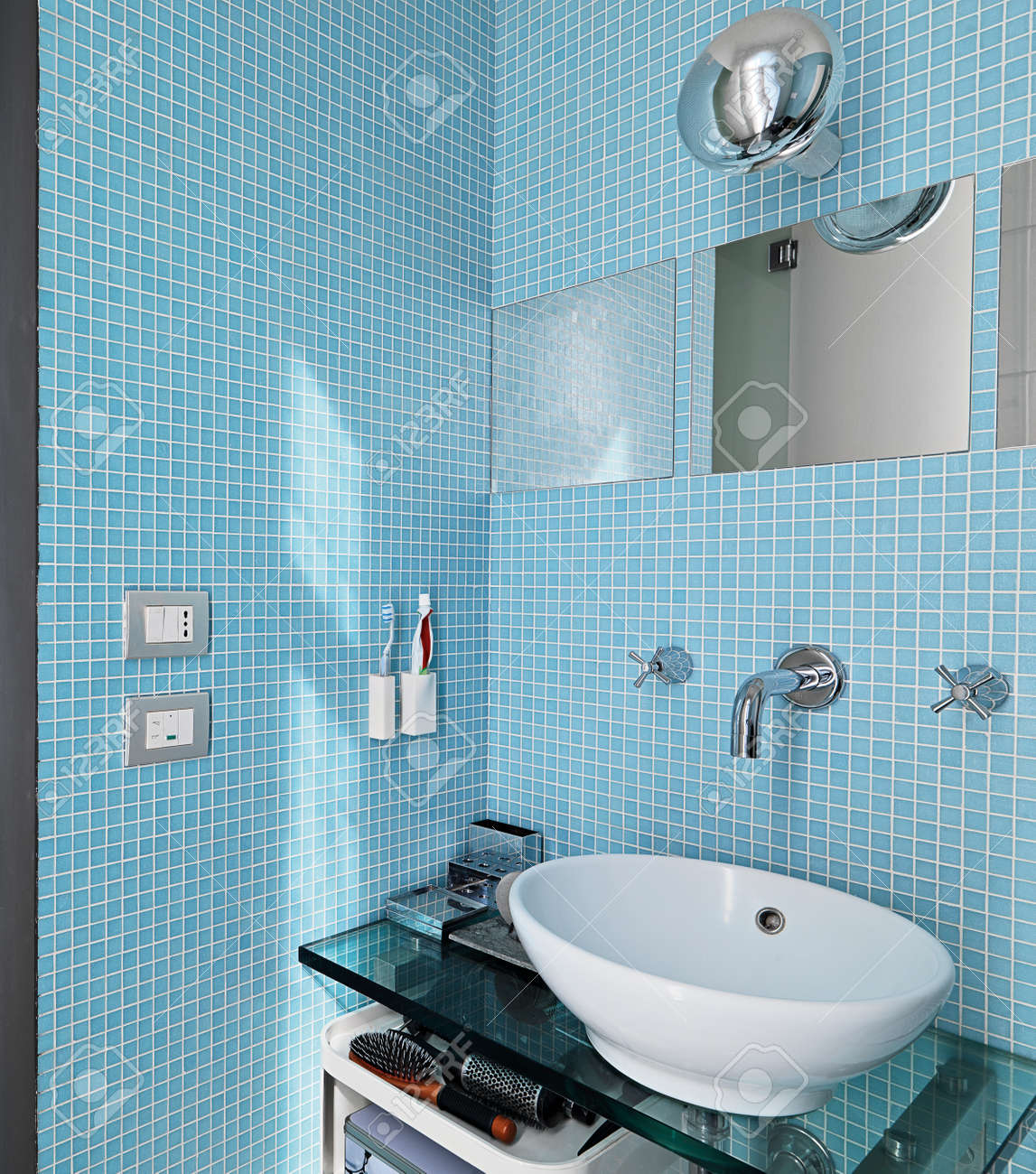 modern bathroom Stock Photo - 24366812