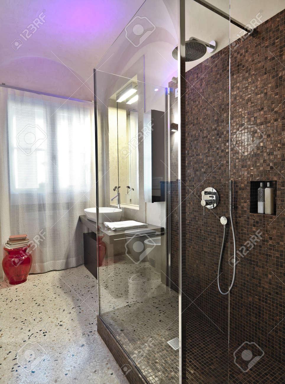 Foto Bagni Moderni Con Mosaico : Immagini bagni moderni con ...