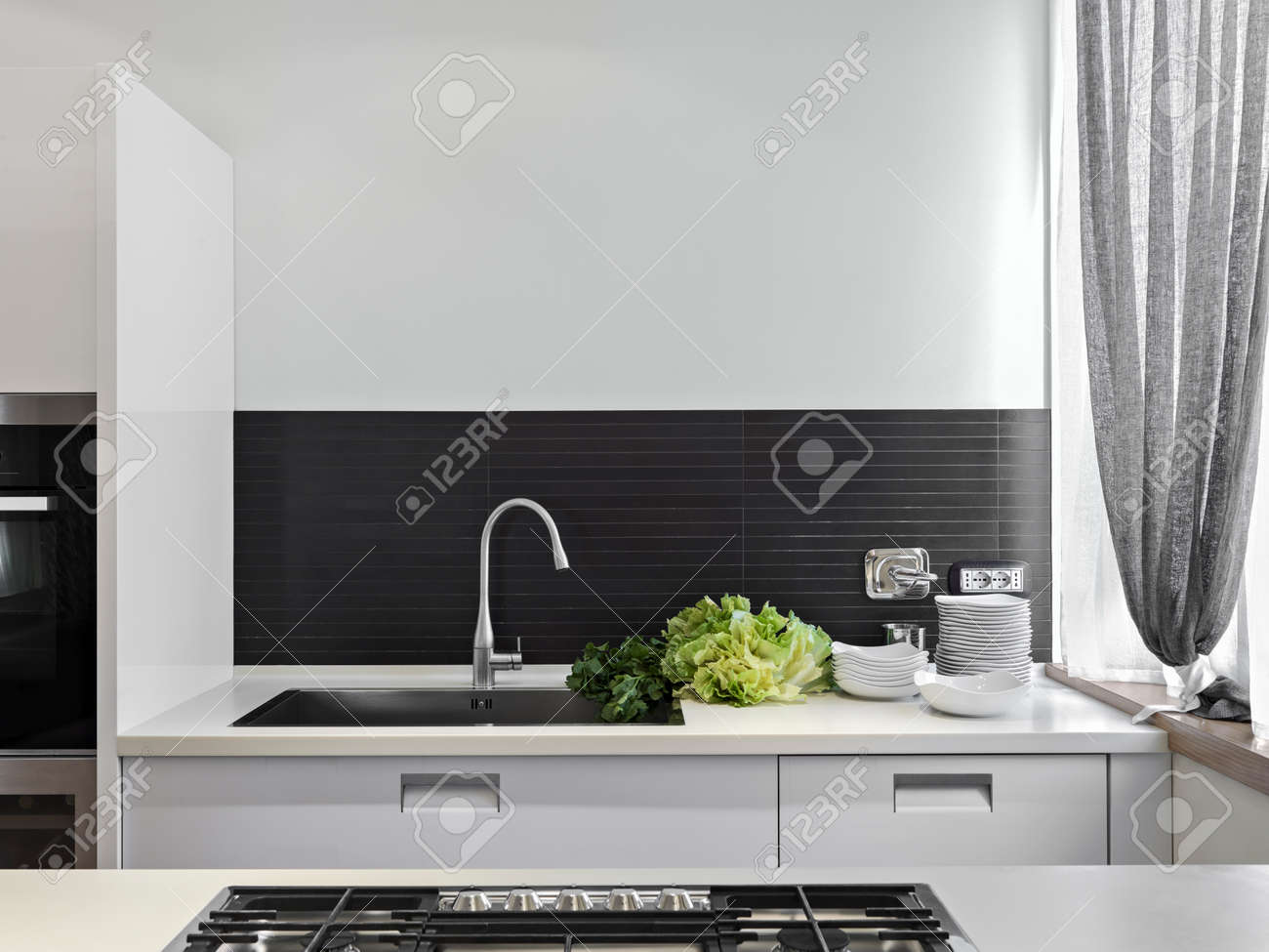 detail of sink with vegetables on the top in the modern kitchen Standard-Bild - 30779318