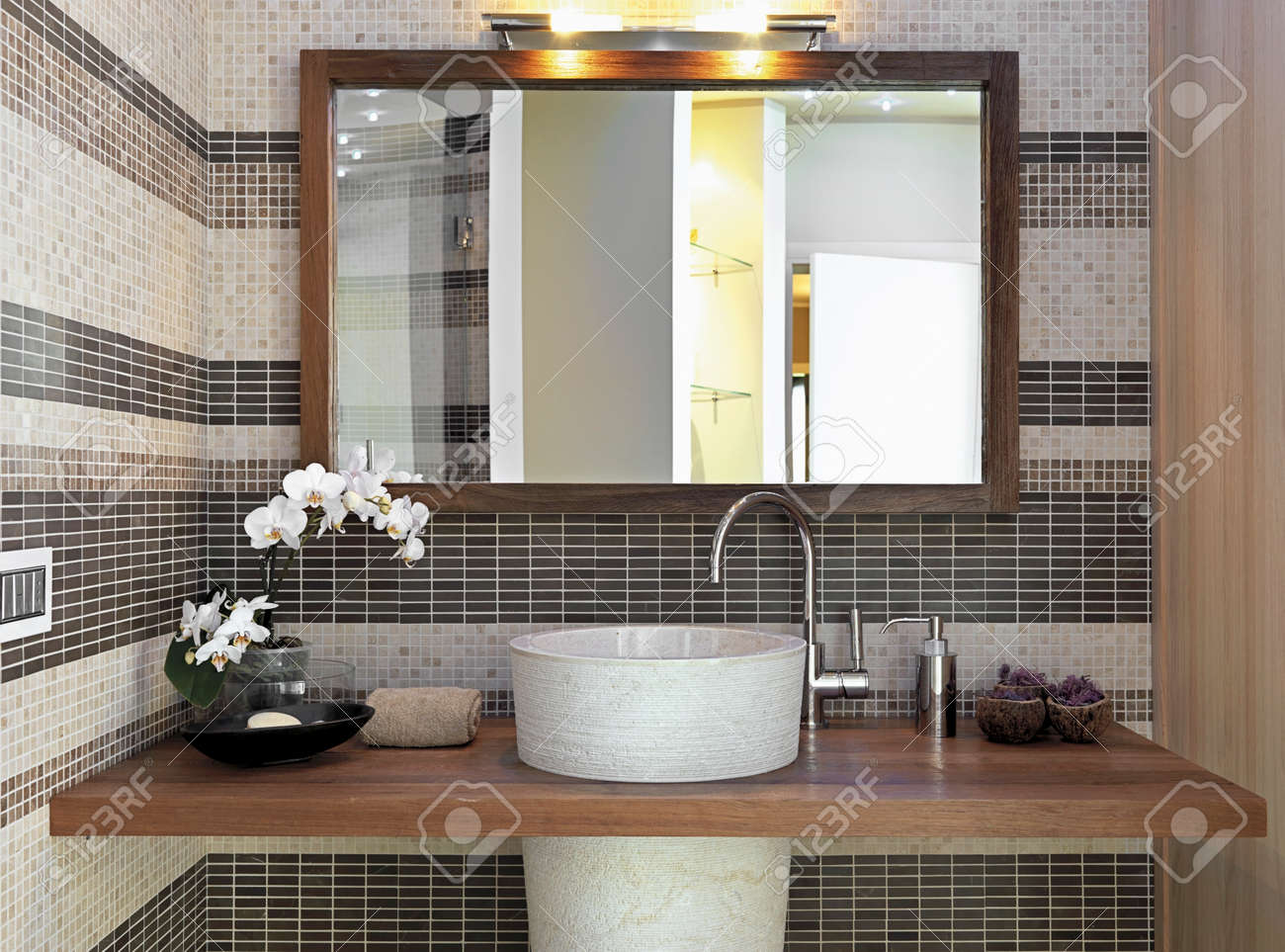 detail of furniture for top washbasin in  the modern bahtroom and larg mirror with wood frame Standard-Bild - 30779320
