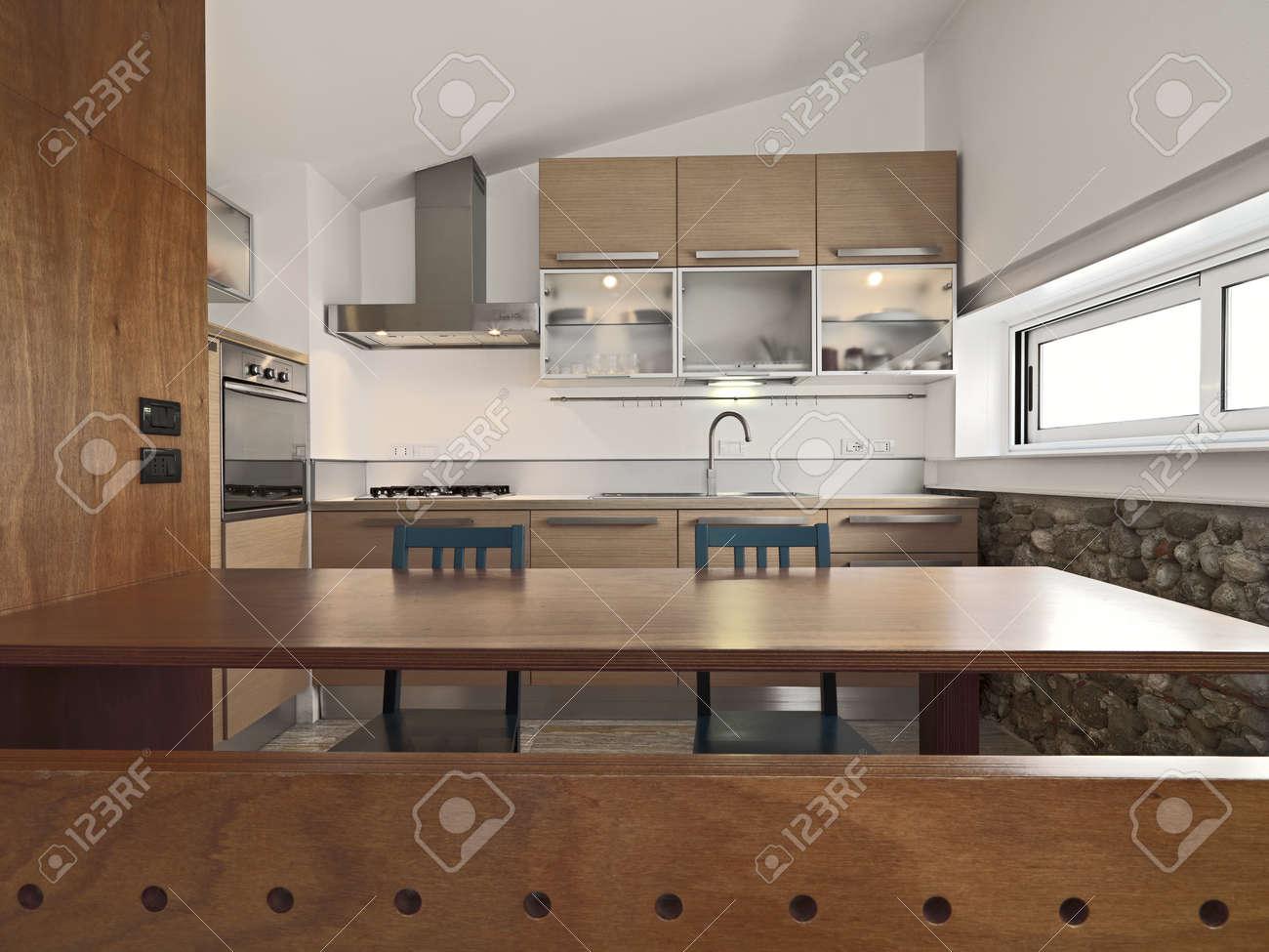 Vue De L Interieur D Une Cuisine Moderne En Bois Avec Ilot Et