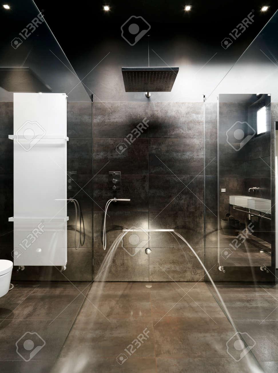 Detalle de albañilería ducha cubículo y bathhtub mampostería para ...