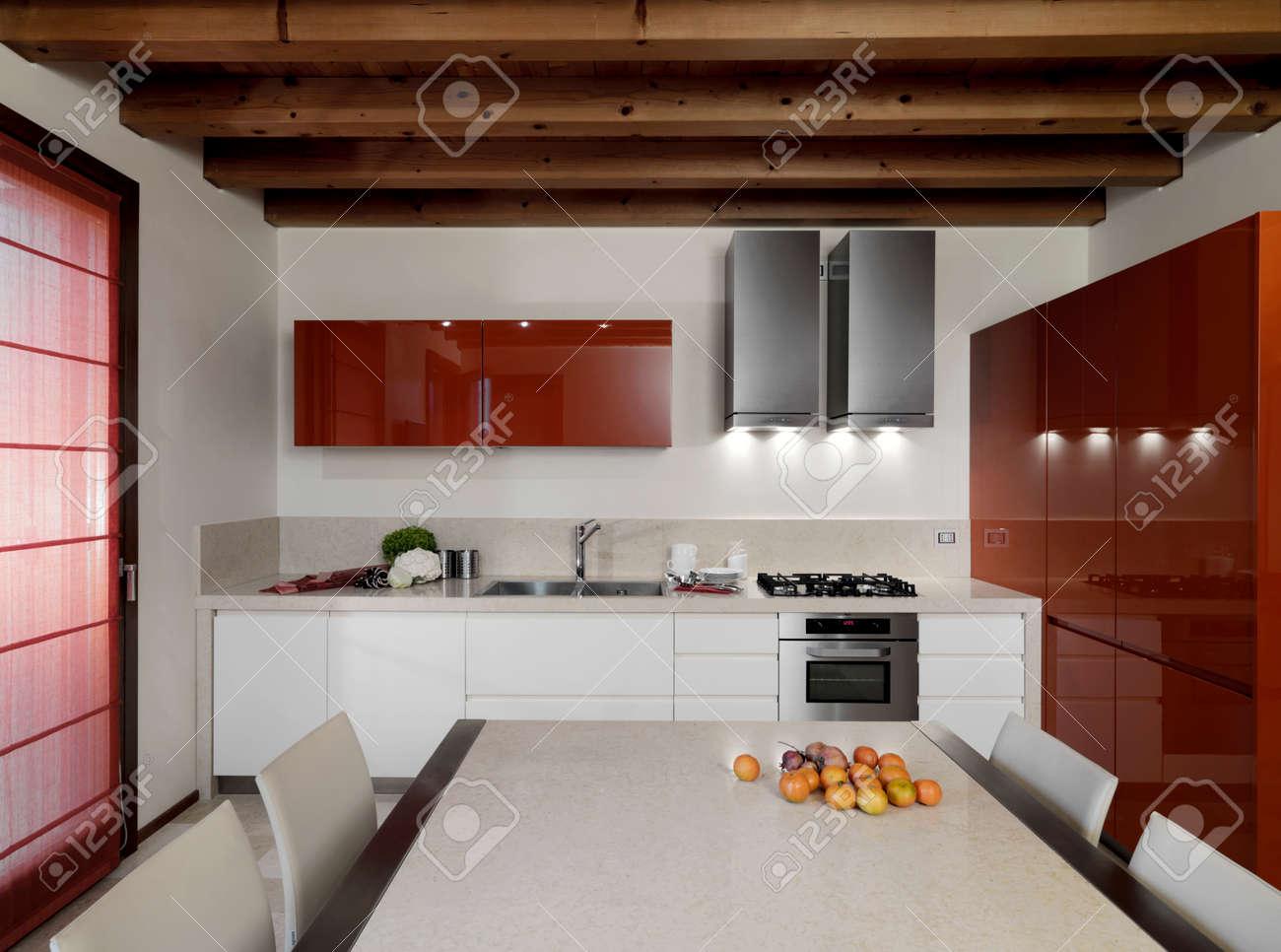 Beautiful Pitturare Una Cucina Contemporary - bakeroffroad.us ...