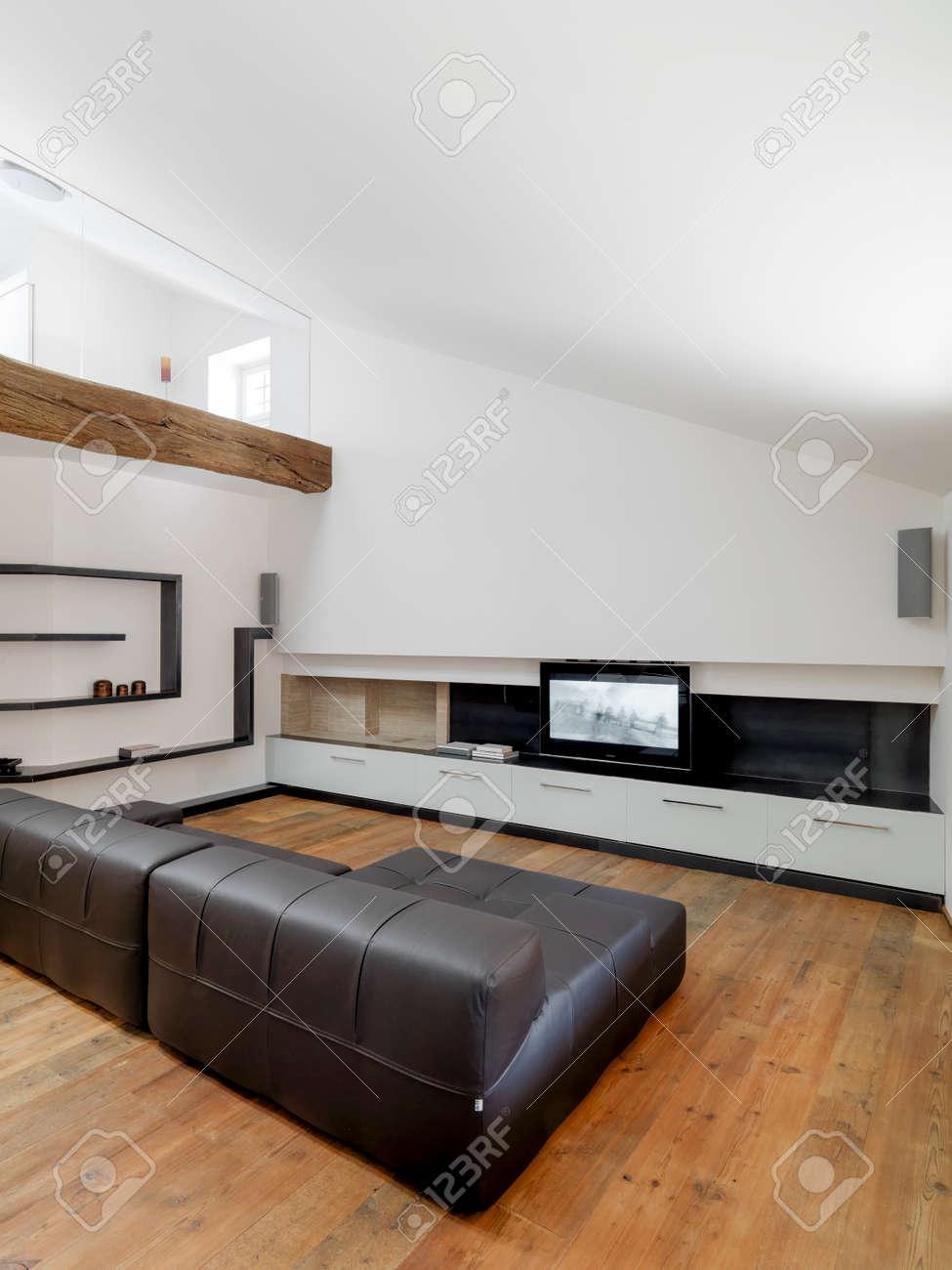 Vue De L\'intérieur D\'un Salon Moderne Chambre Mansardée Avec ...