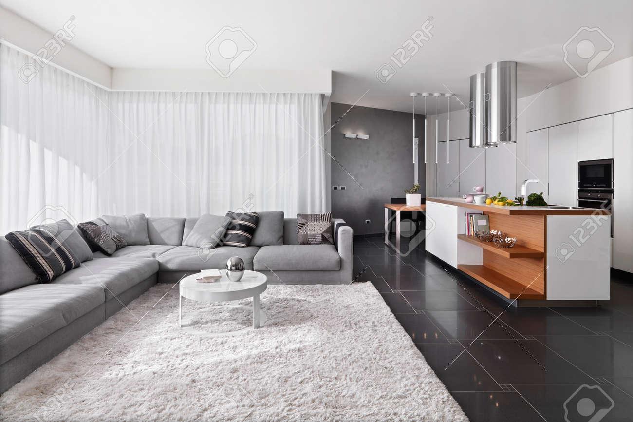 banque dimages vue de lintrieur dun salon moderne avec canap et tapis donnant sur cuisine te