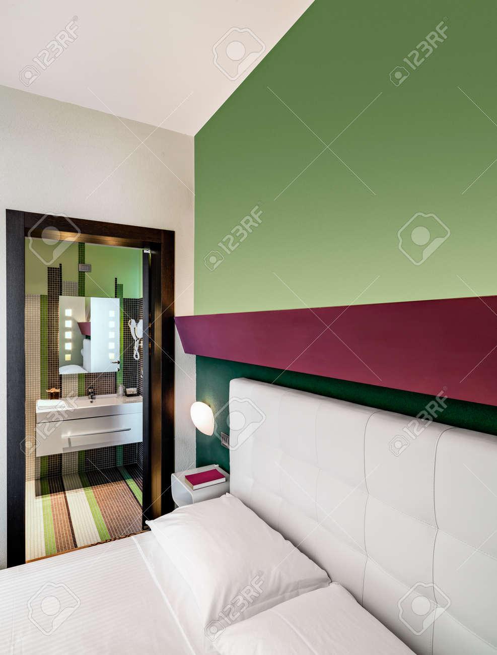 Vista Interna Di Una Camera Da Letto Moderna Per Hotel In Primo ...