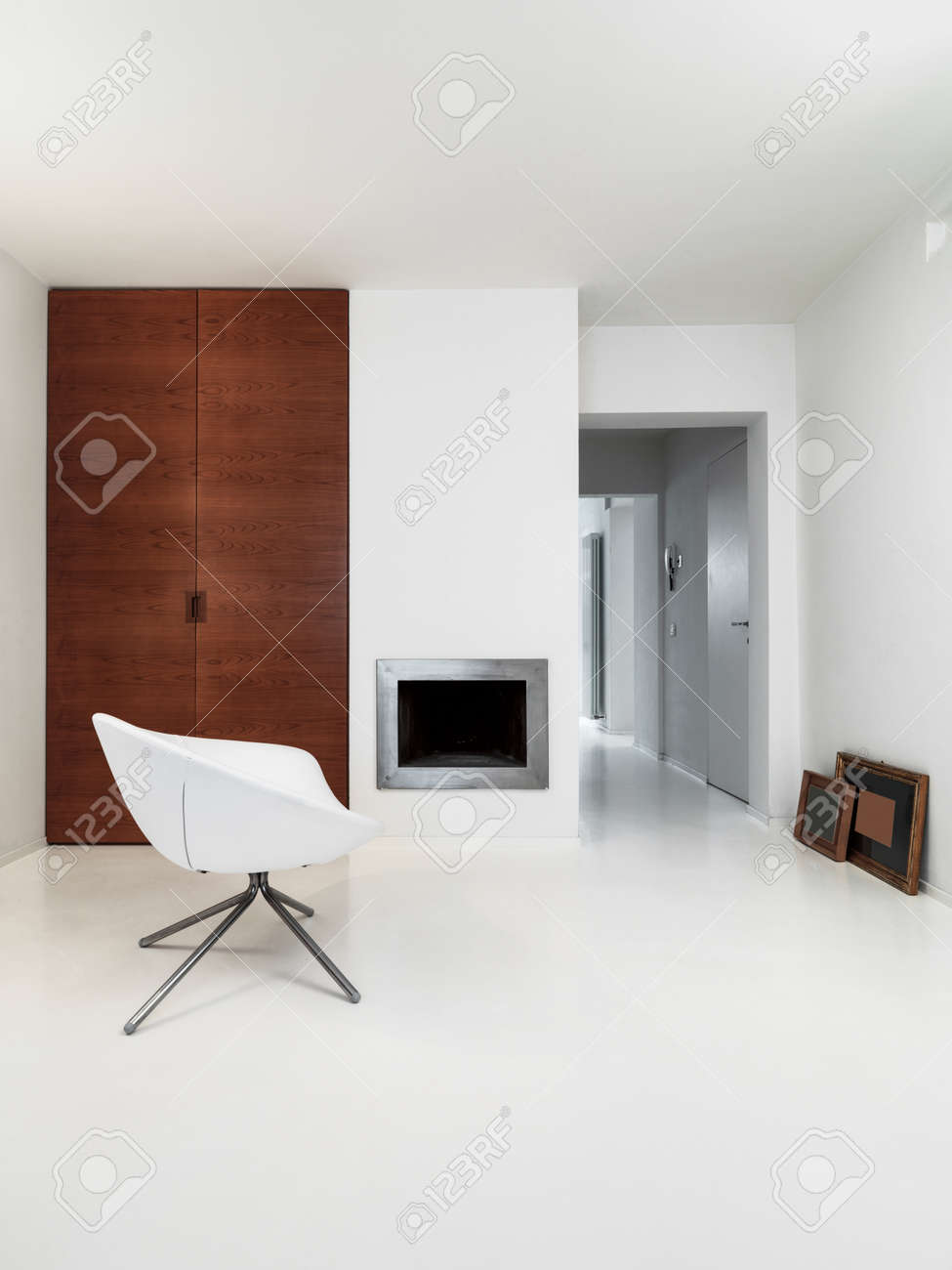 interior view of a modern living room with fireplace and white resin floor Standard-Bild - 51843895