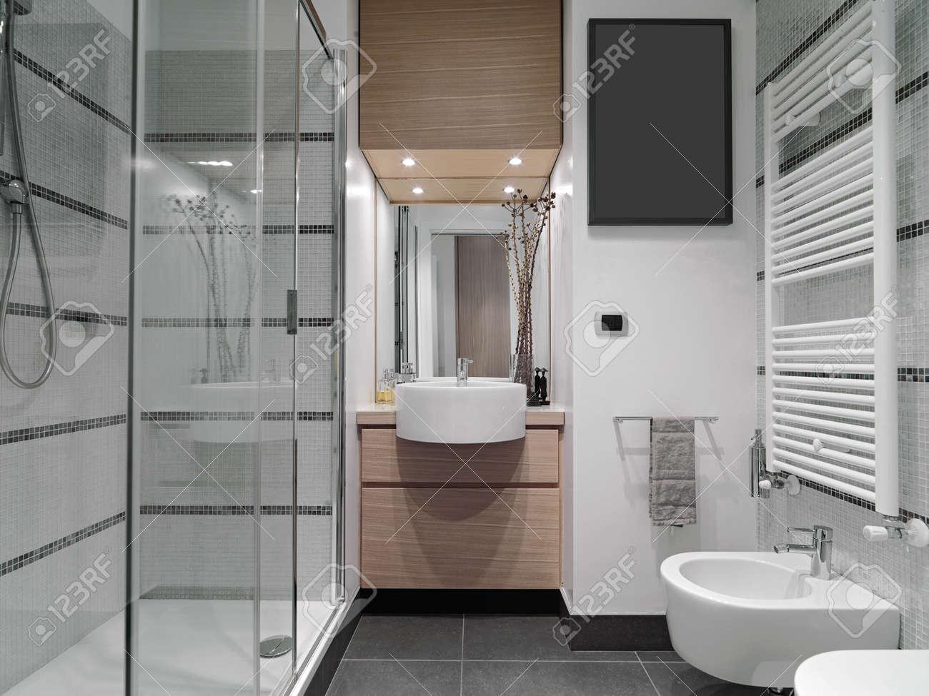 bagni moderni con vasca. esempio di una stanza da bagno padronale ... - Bagni Con Vasca Moderni