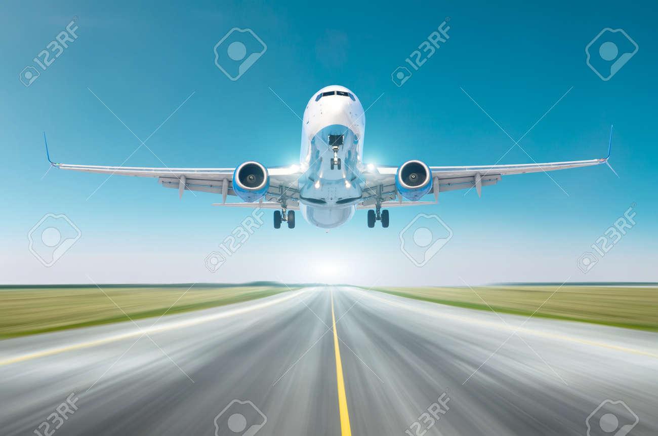 Airplane split-scimitar wing flying departure landing speed motion