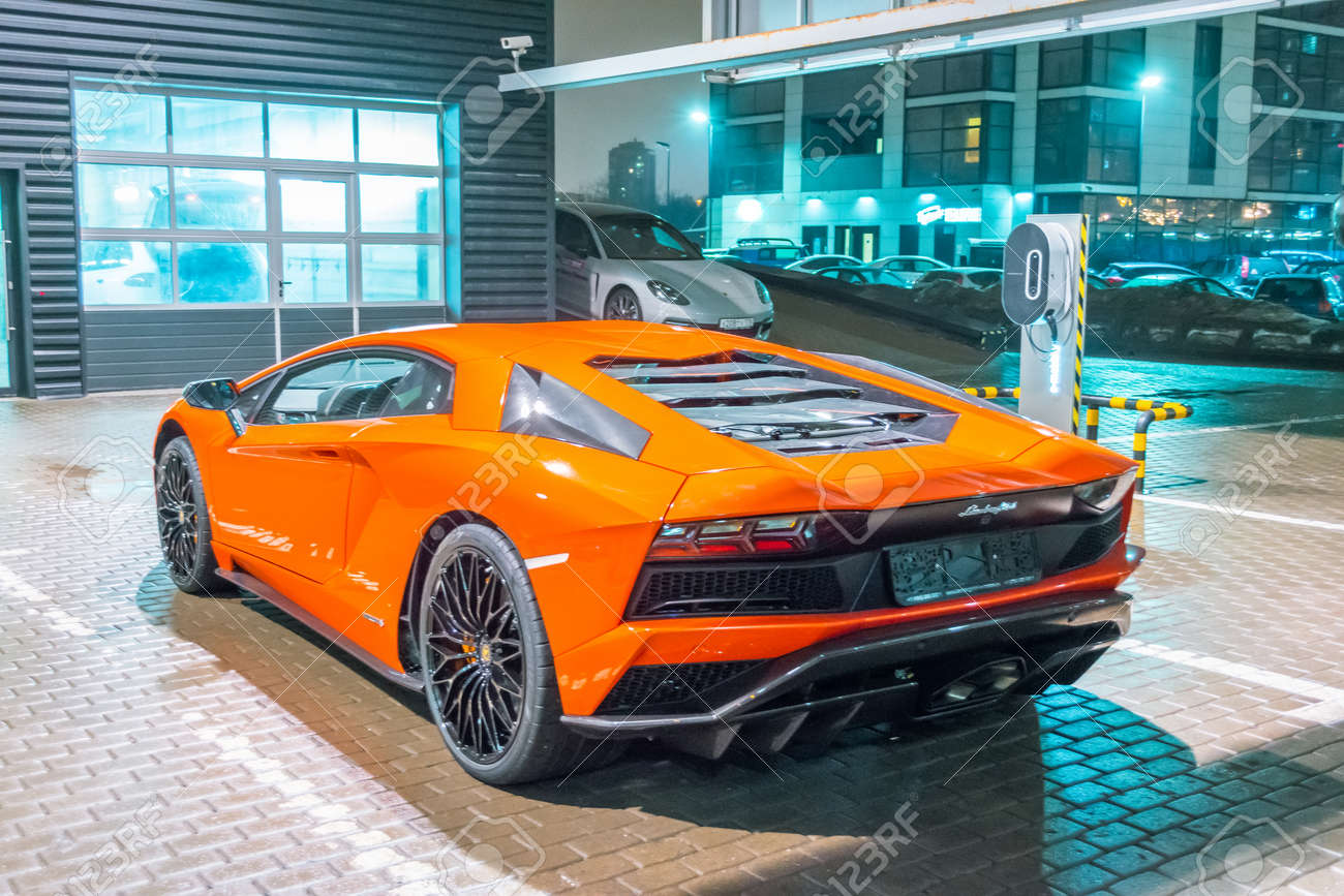 Lamborghini Aventador Orange >> Lamborghini Aventador Orange Night On The Streets City Parking