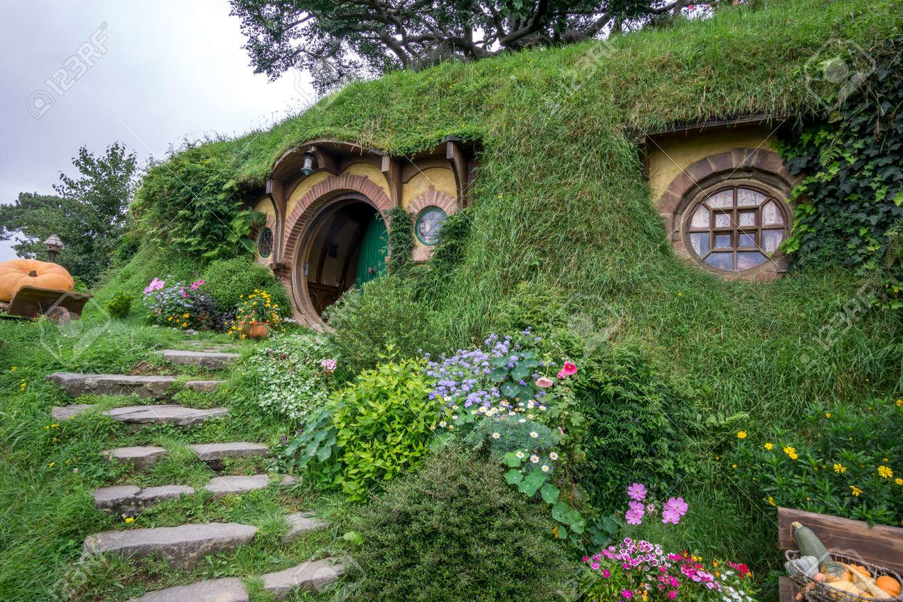 Bilbon Sacquet Maison Et Jardin Hobbit Dans La Série De Films De ...