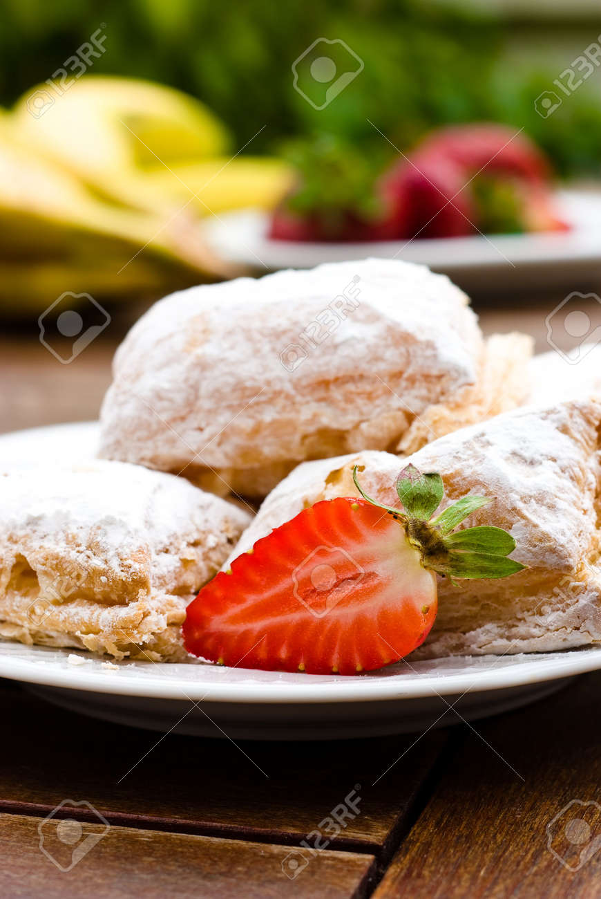 cake on plate on sunny day Stock Photo - 5152050