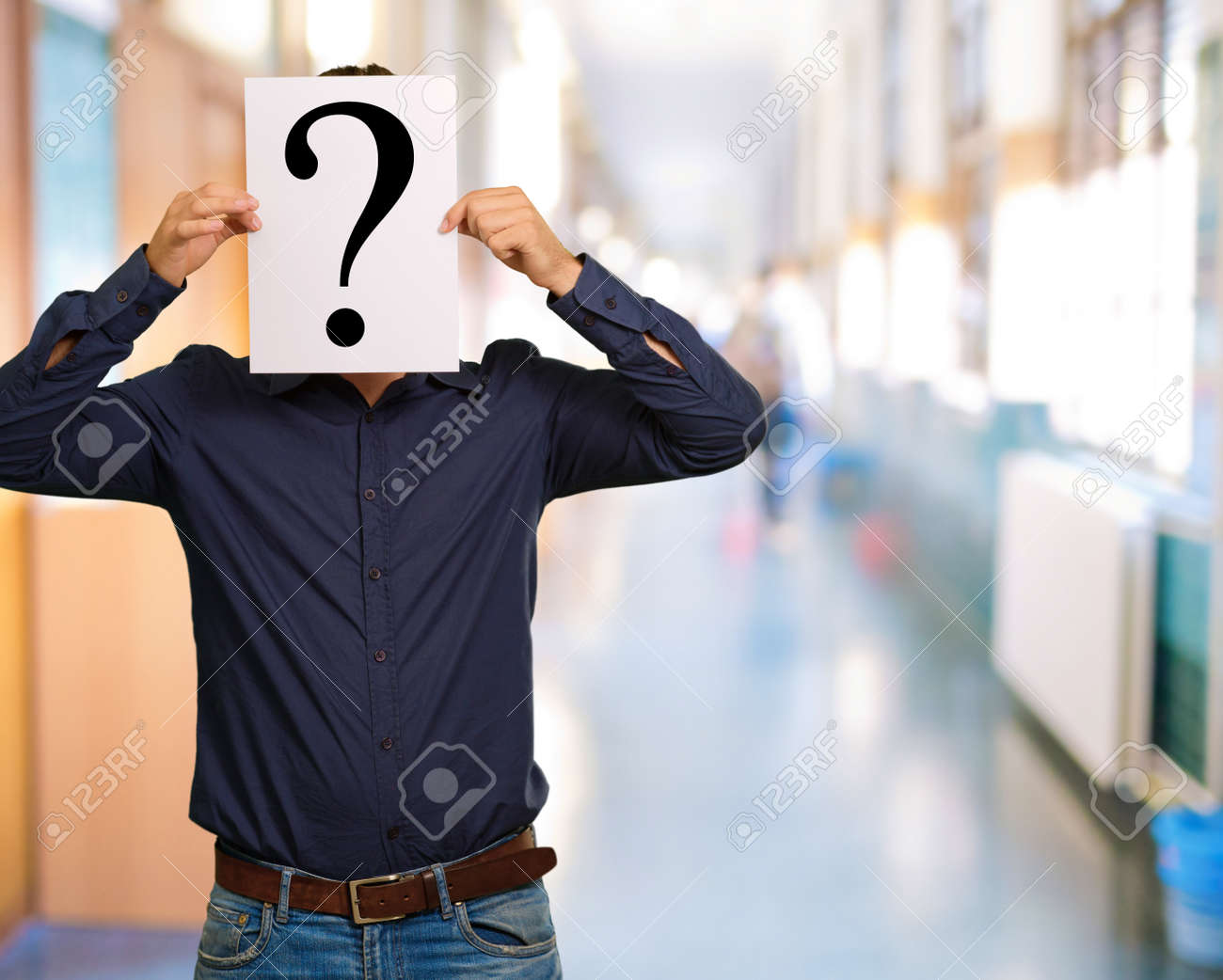 Man standing with a question mark board, outdoor - 16290767