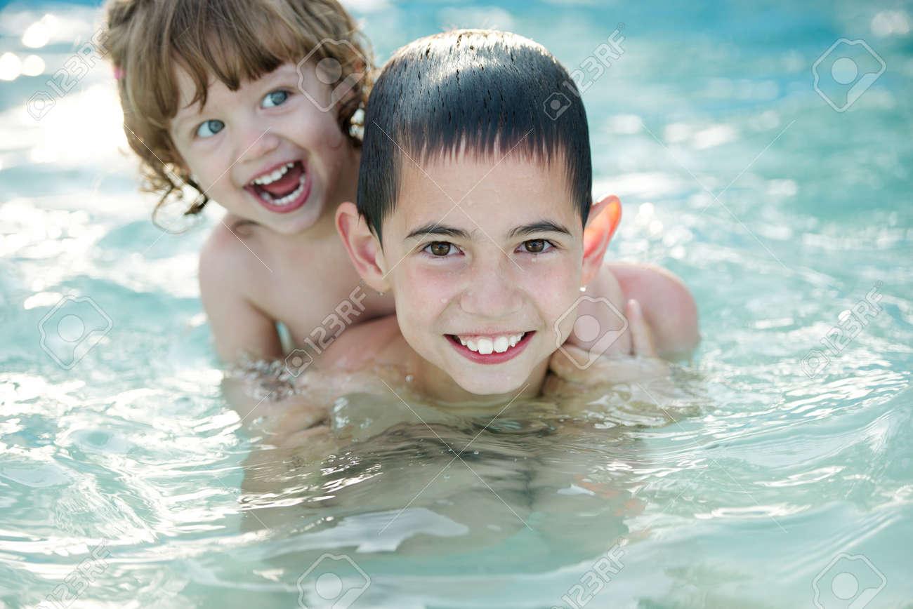 Сестра купалась брат трахнул 19 фотография