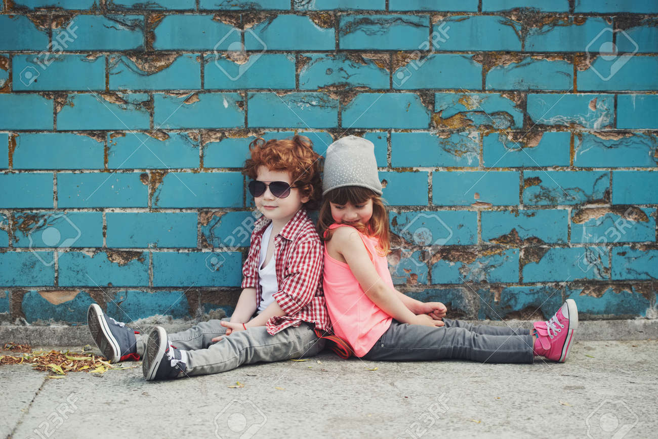 photo of two cute hipsters Standard-Bild - 78771981