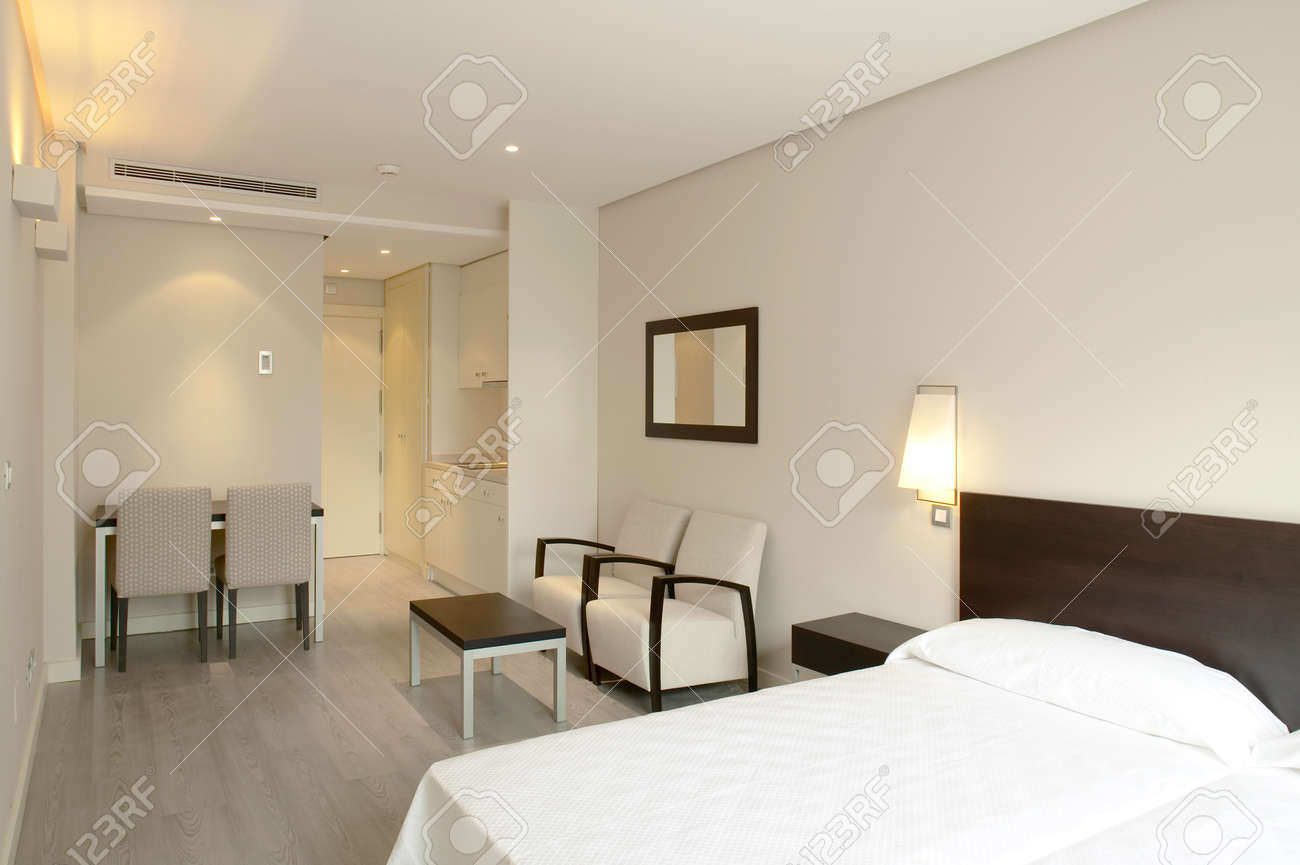 Camera Da Letto Dell\'hotel Di Lusso Arredamento Moderno Nessuno ...