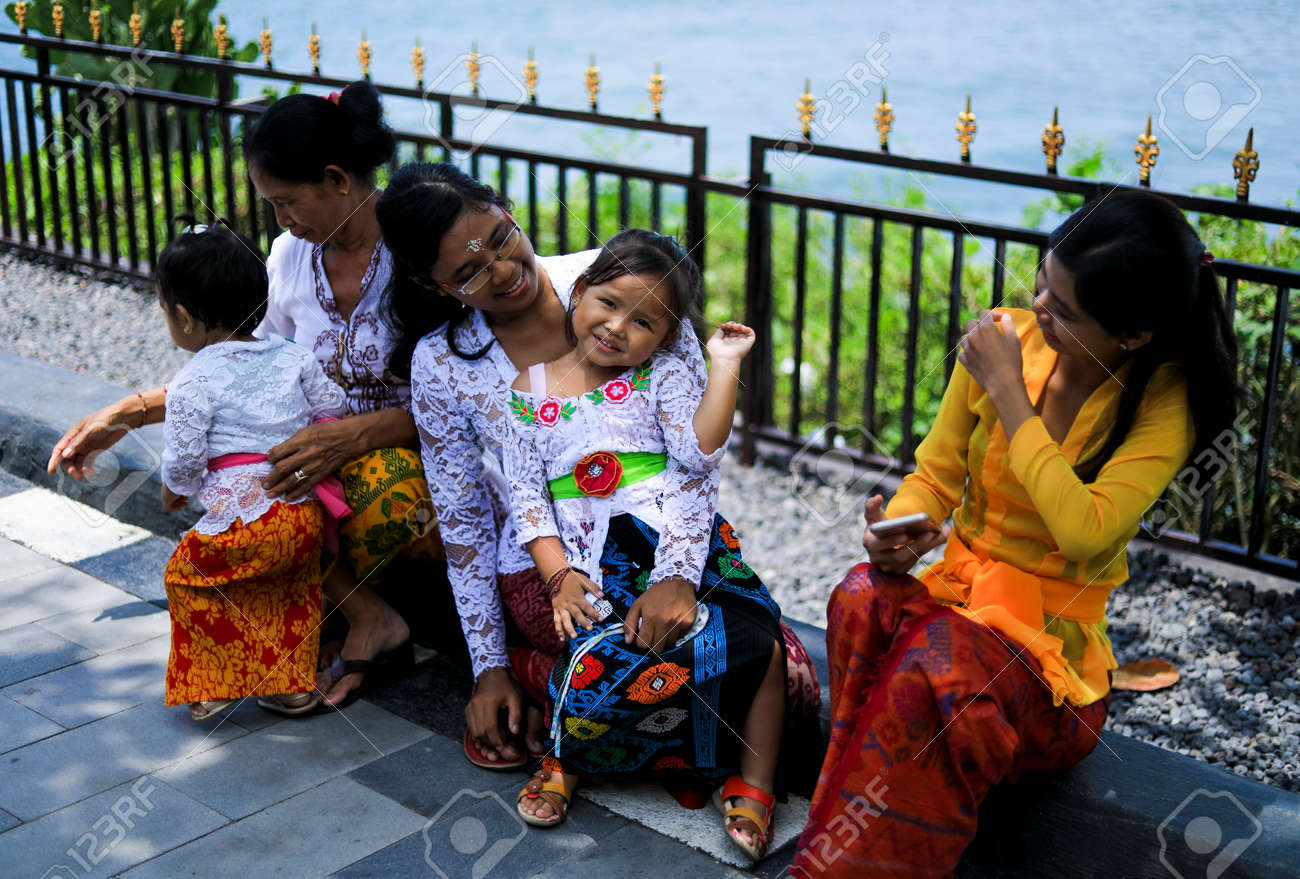 Bali Indonesia November 15 2017 Balinese People In Traditional