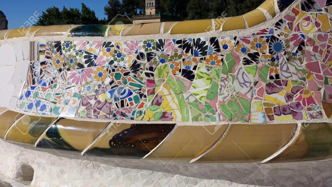 Immagini Stock La Panchina Piu Lunga Con Mosaici Nel Parco Guell
