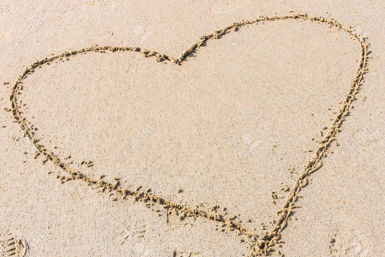 Heart shape drawn on sandy beach. Concept of love, romantic relationship - 120943196