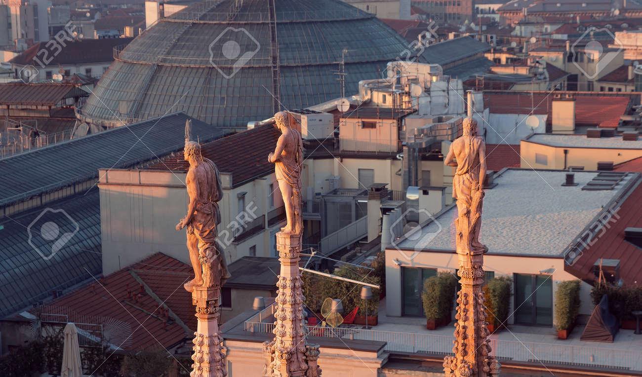 Sera Di Milano, Vista Sulla Città Dalla Terrazza Del Duomo Foto ...