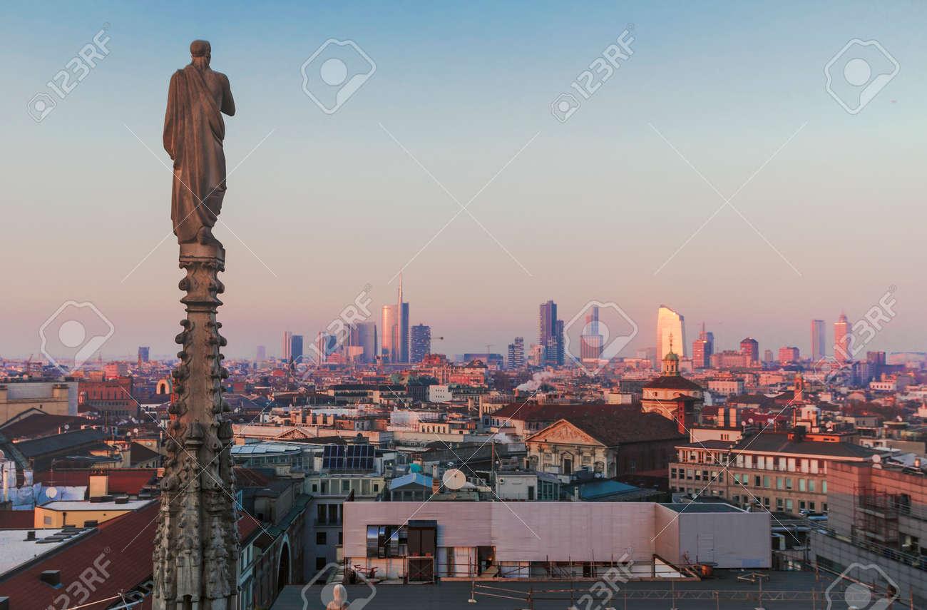 Serata Milano, Vista Della Città Dalla Terrazza Del Duomo. Foto ...