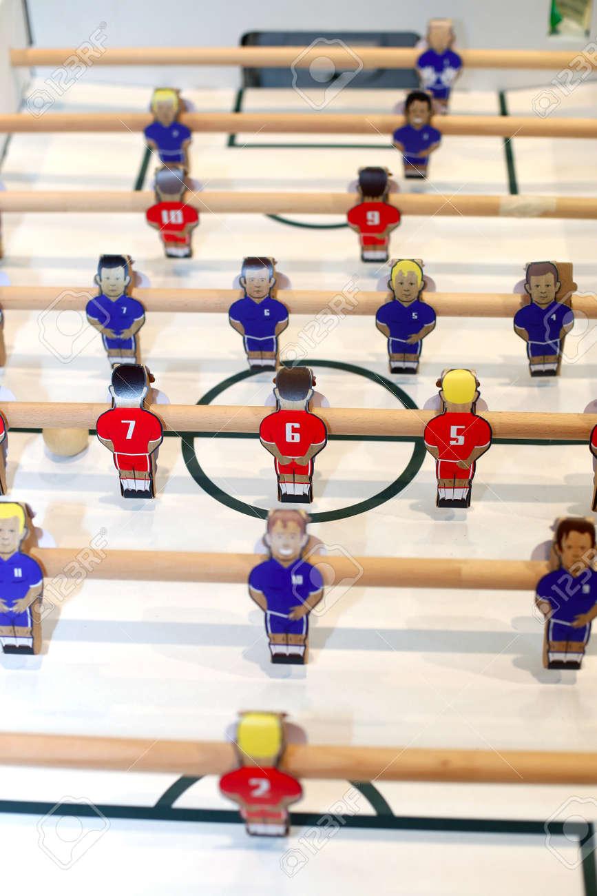 Los Jugadores De Juegos De Mesa De Futbol Retro Enfoque Selectivo