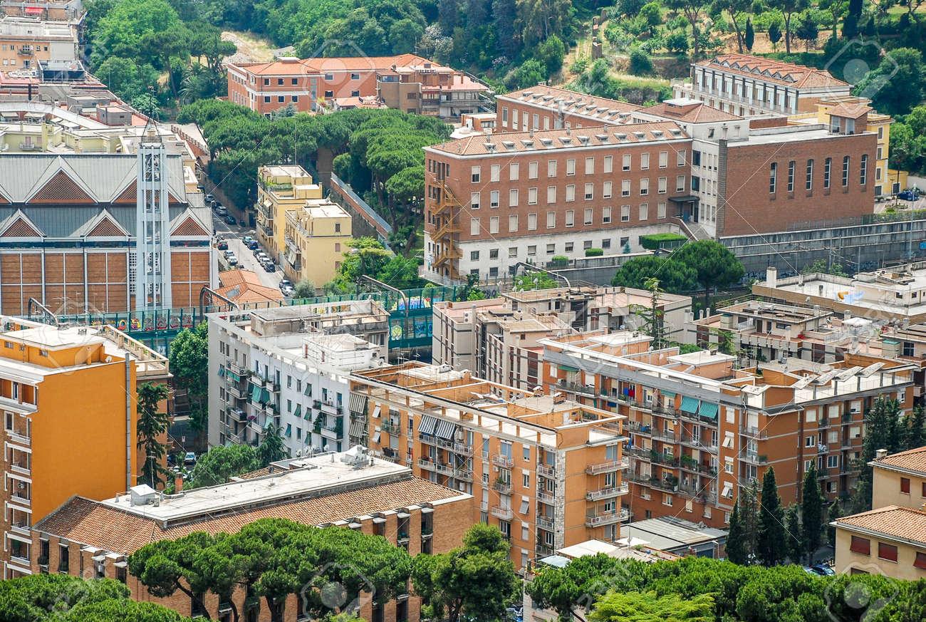 写真素材 , 建物やバチカン市国、イタリアの聖ペテロの教皇バシリカの屋根ポイントから街の空撮