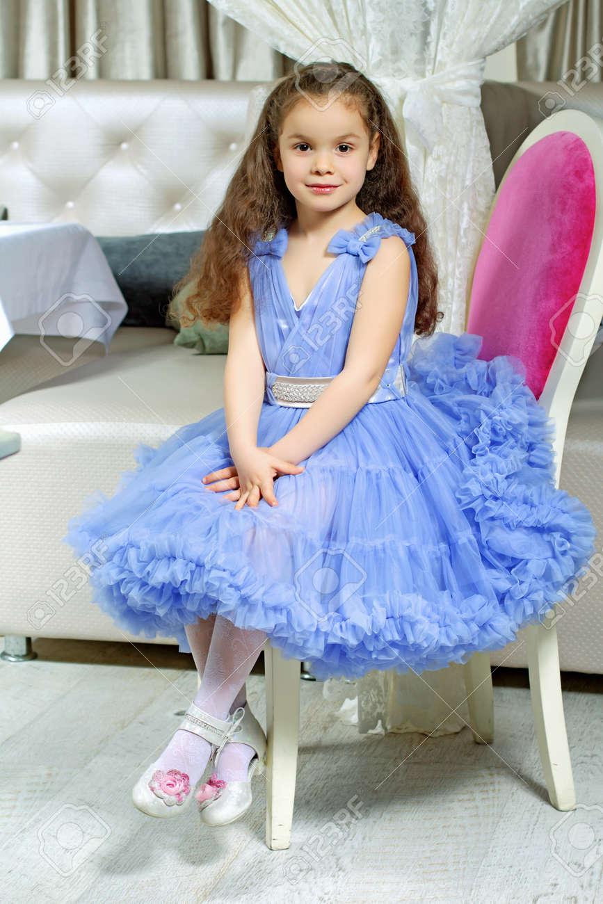 Фото девушек в детских платьях