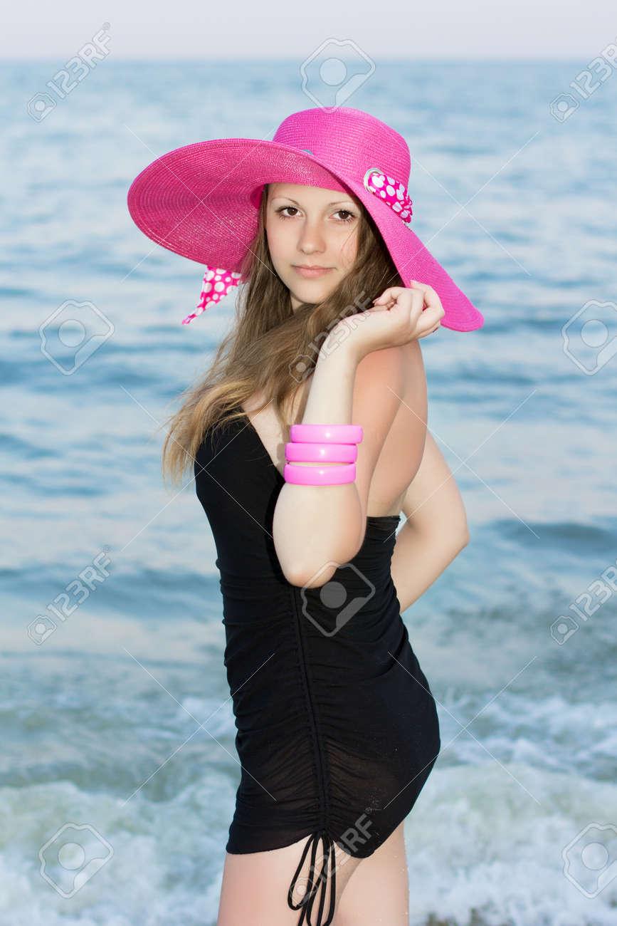 Vestido corto color rosa con negro
