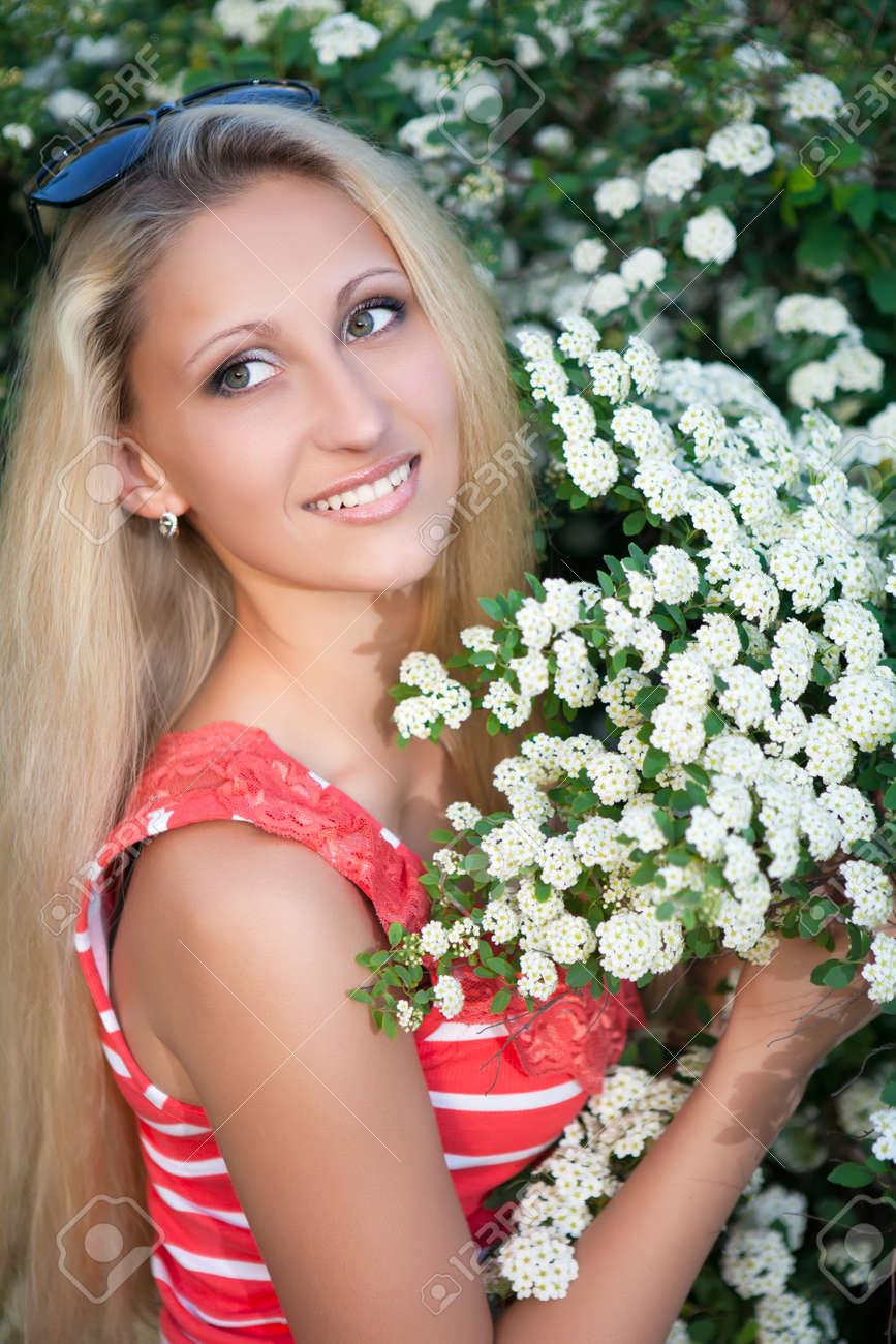 blondine mit brünette busch frauen