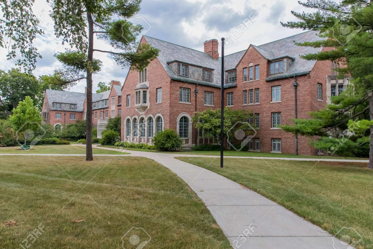 ミシガン州立大学 (MSU) は、公...