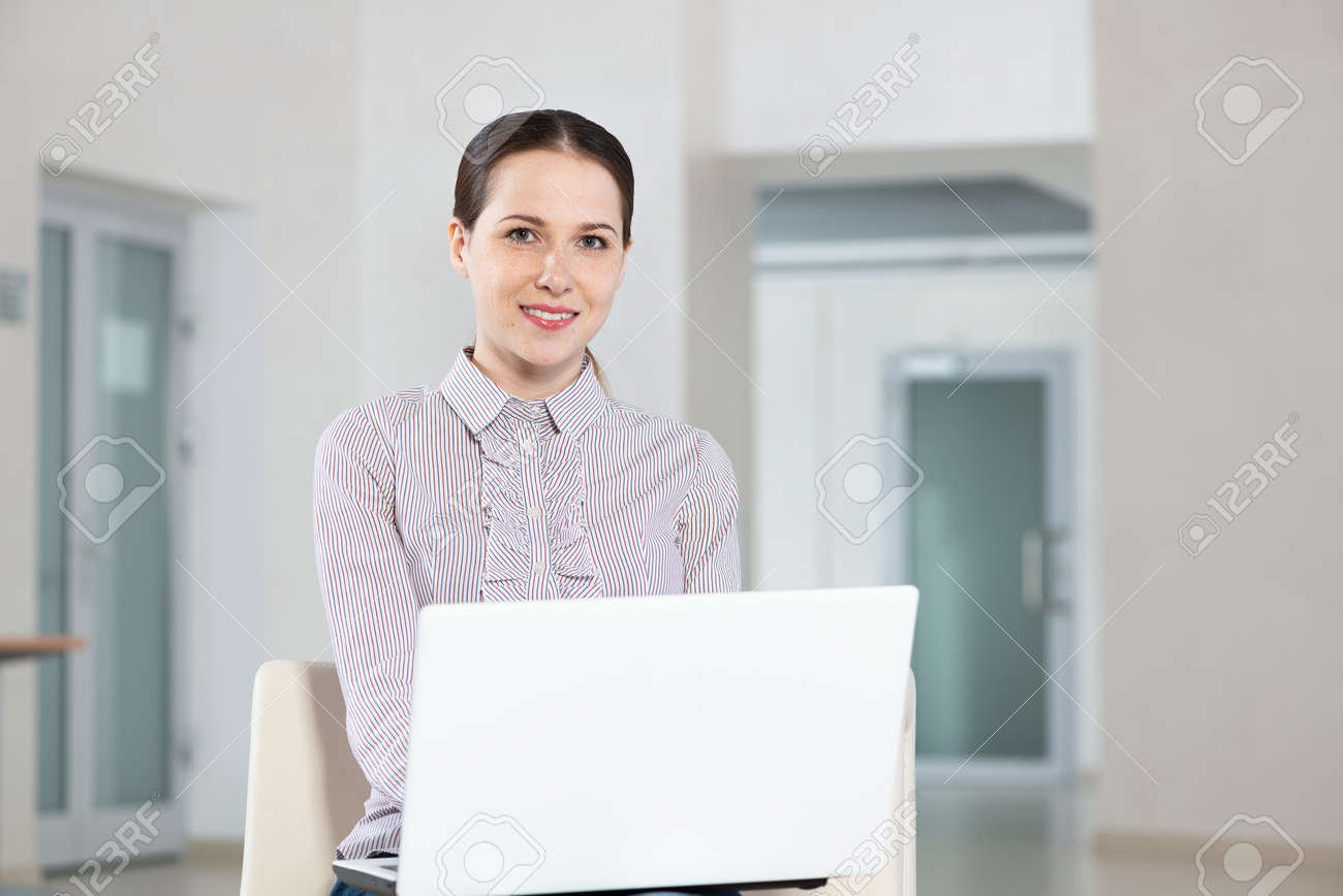 Attractive young woman works with a laptop - 168061688