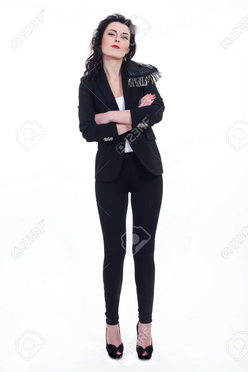 Mujer vestida de negro