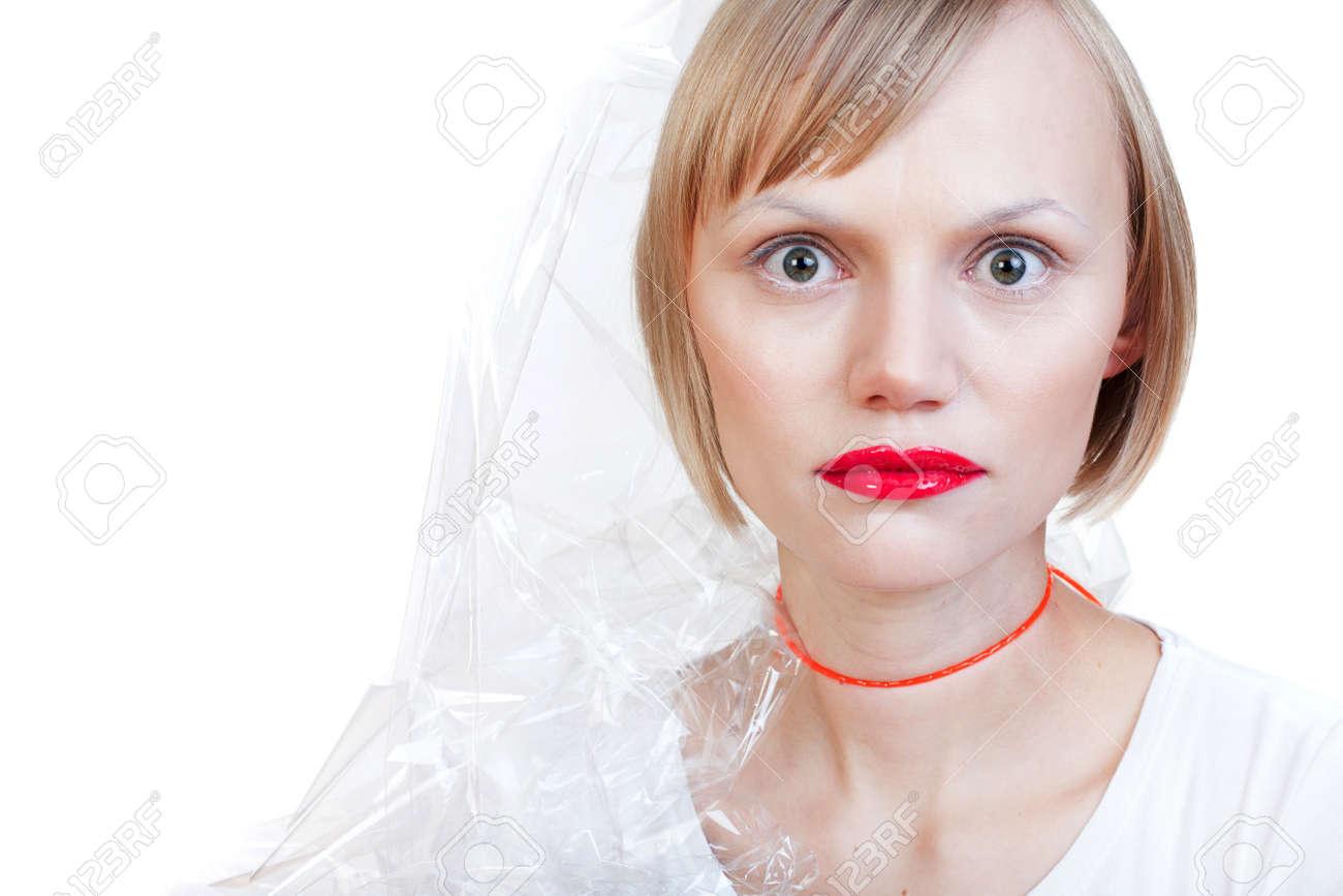 Раздетая девушка в целлофане 3 фотография