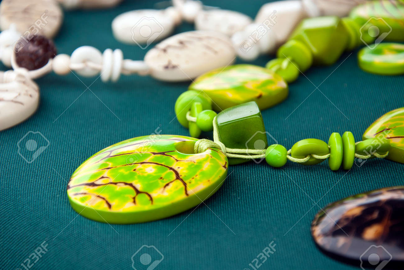 eaedb0bccb2f Foto de archivo - Joyería Tagua - Joyería Marfil Vegetal - Green Collar de  Tagua Nut Con Pendientes - Animal friendly Accesorios - Accesorios  Orgánicos ...