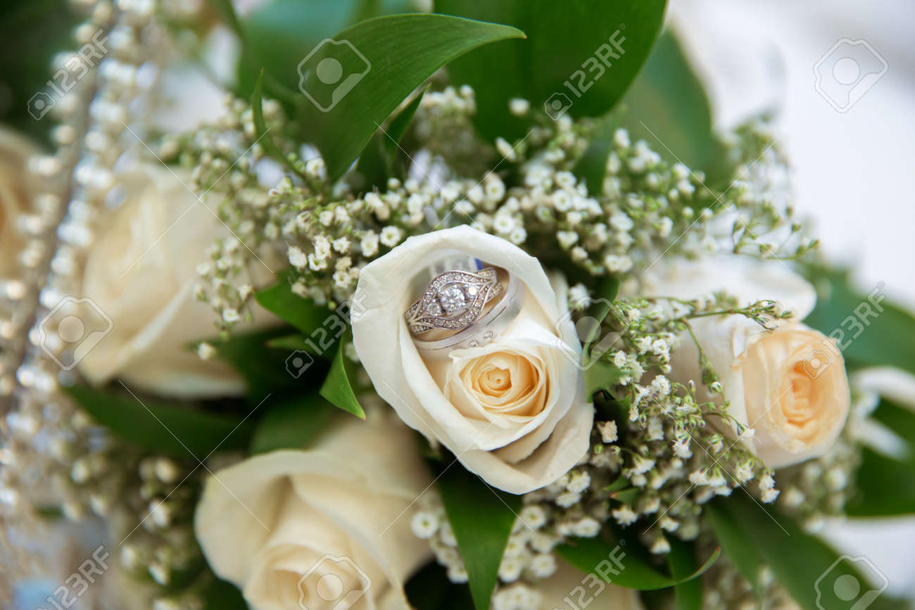 Beautiful White Wedding Bouquets In Basket Backgraound Bouquet ...