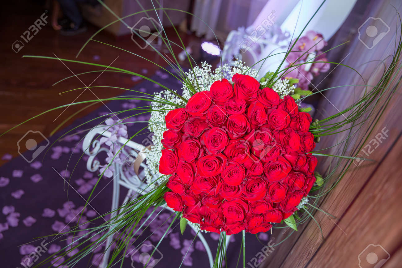 A Bouquet Of Flowers Bouquet Of A Hundred Red Roses . Big Bouquet ...