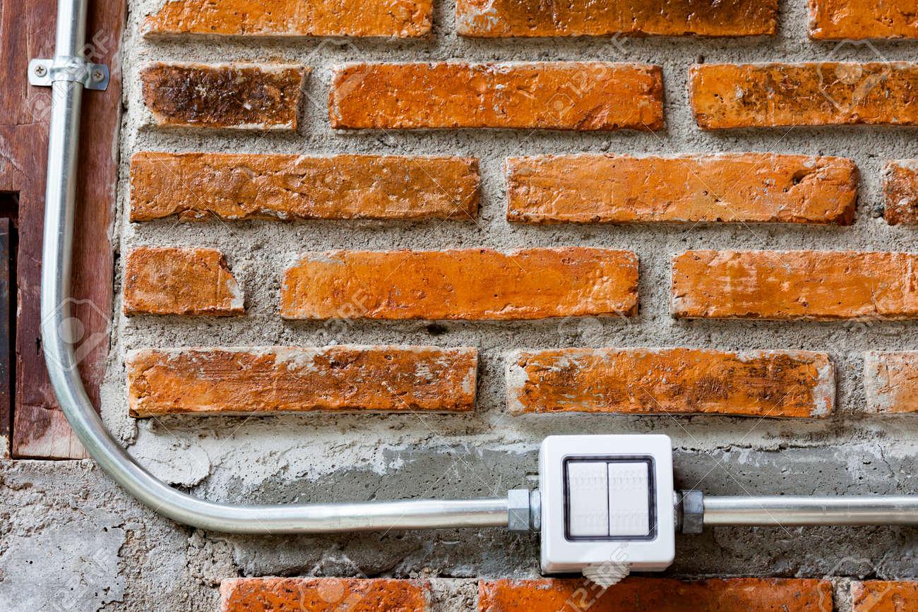 Marvelous Standard Bild   Traditionelles Weißes Haus Des Kippschalters Elektrischer  Lichtschalter In Der Aus Position Auf Leerer Backsteinmauer