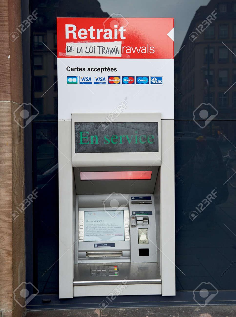 Stickers Plan De Travail paris, france - may 14, 2016: hsbc atm automatic teller machine..