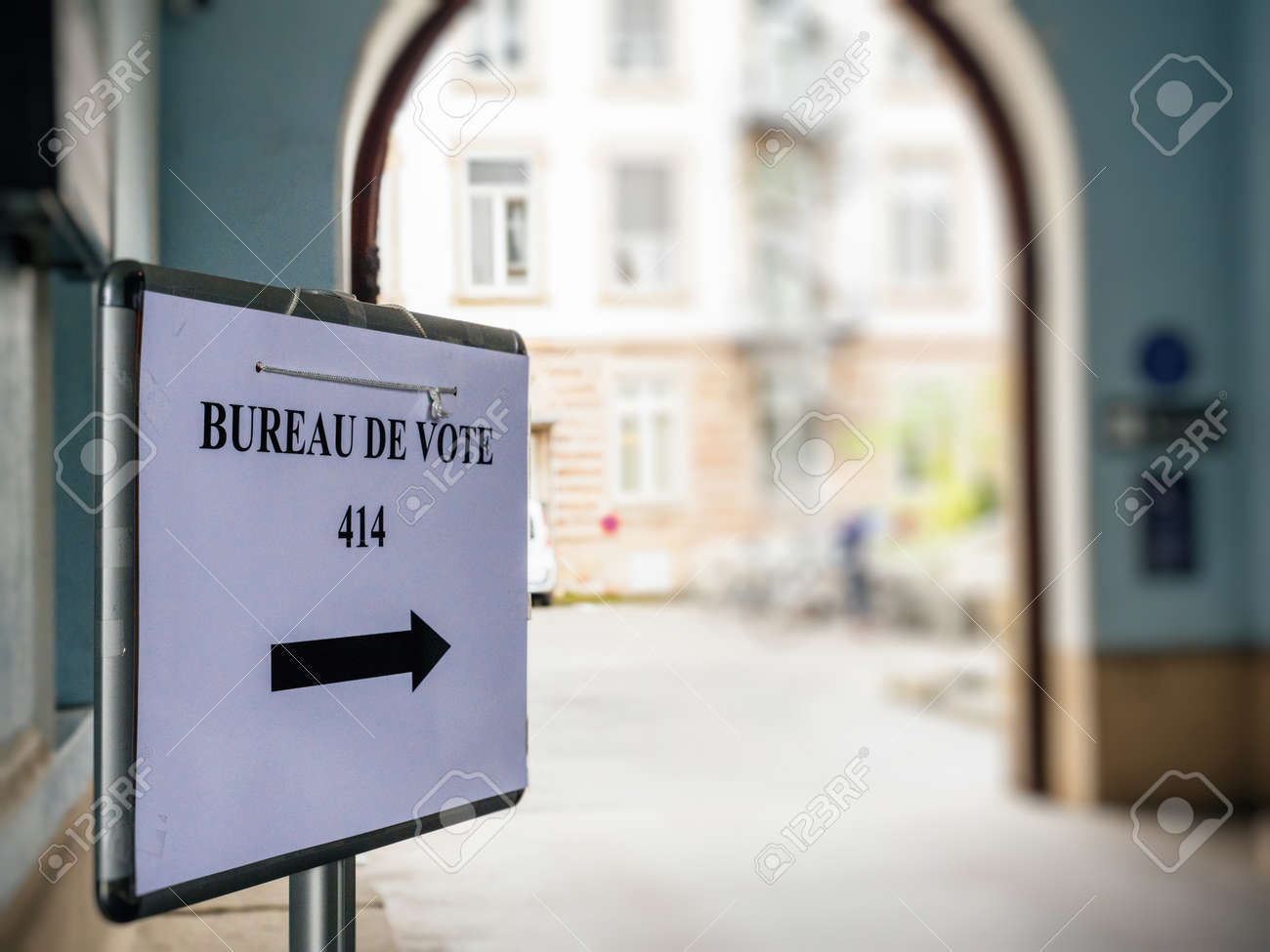 Strasbourg france may bureau de vote sign in french