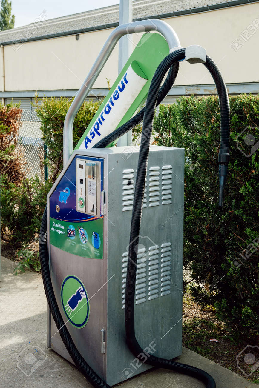 Car Wash Vacuum Cleaner >> Strasbourg France Sep 28 2014 Elephant Bleu Car Wash Station
