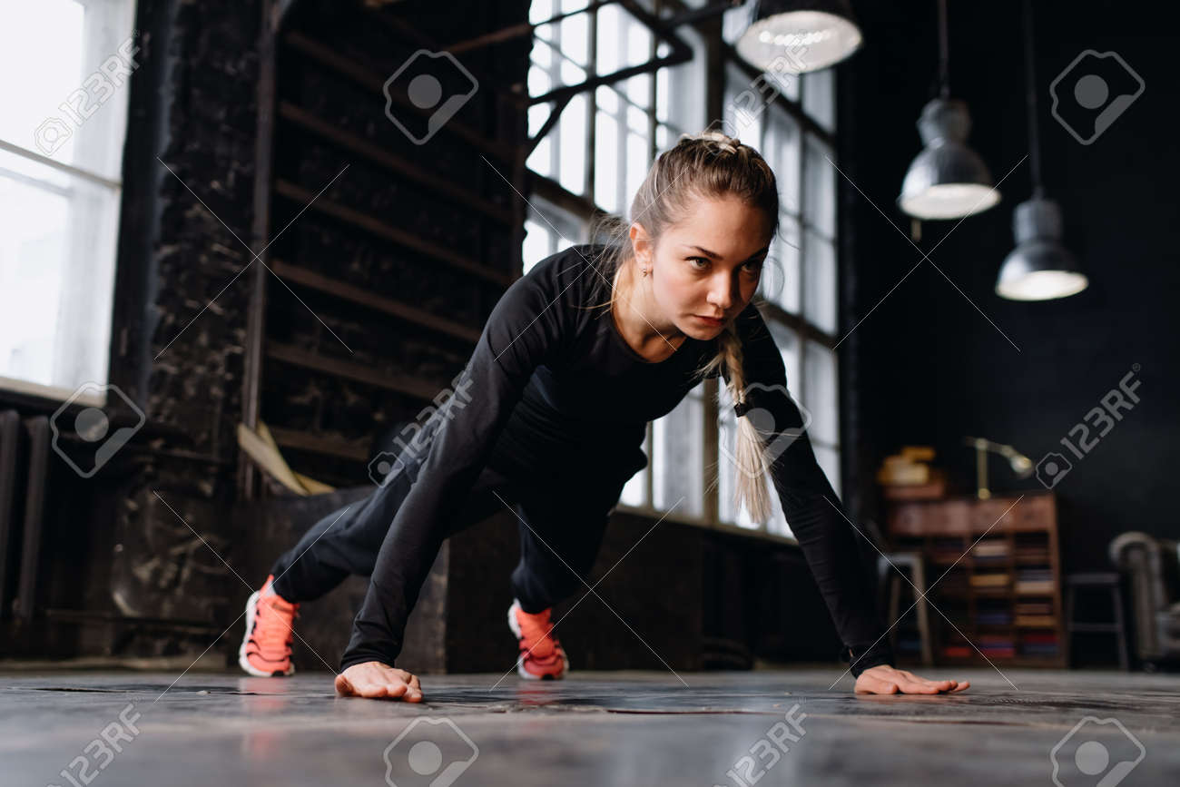 Young girl doing sports in the gym. Atmospheric gym - 164447738