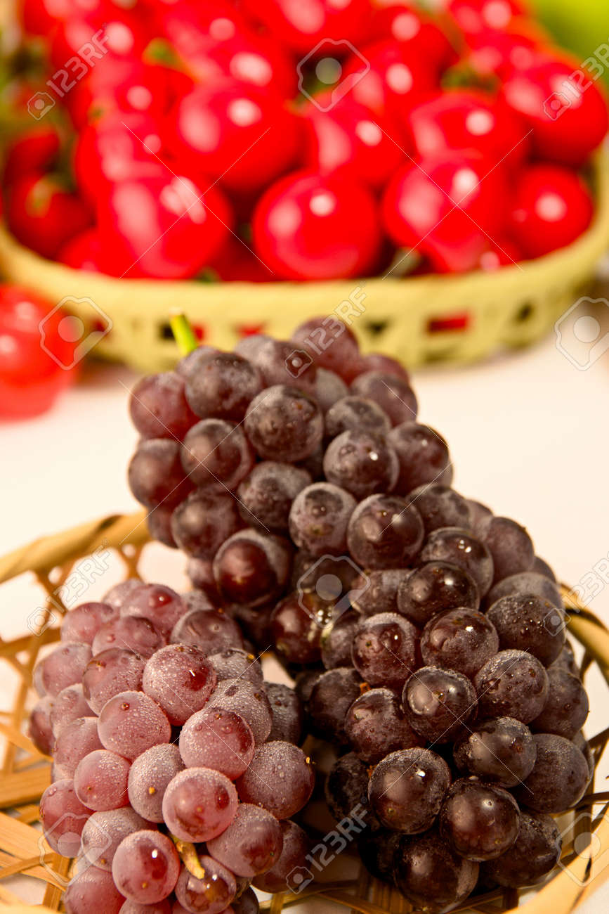 Delaware grapes from Japan - 92786933