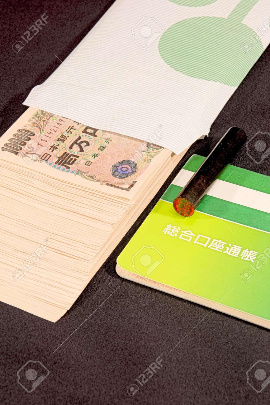 Savings passbooks and cash - 104996438